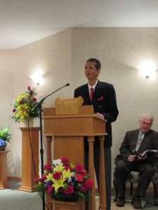 Tim Pau speaking at Funeral Service. Click for full size.