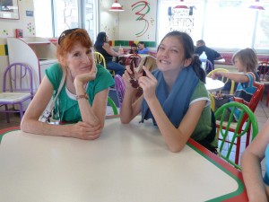 Jeri and Lizzie Waiting for Lunch at Del Taco. Click for full size.