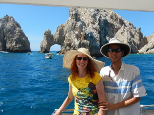 Jeri and Tim in Front of El Arco. Click photo for full size.