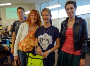 Justin, Jeri, Lizzie, and Sarah during our visit. Click photo for full size.